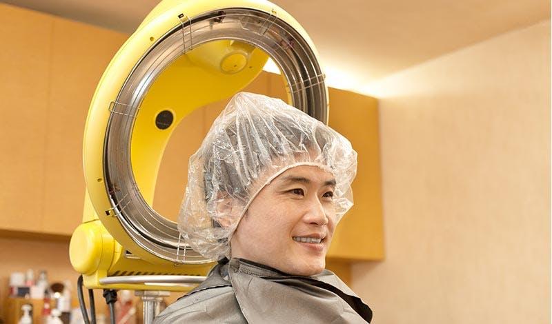 パーマは薄毛に安心?パーマ液がもたらす頭皮への影響について